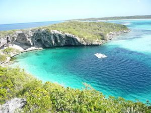 320px-Dean_Blue_Hole_Long_Island_Bahamas_20110210
